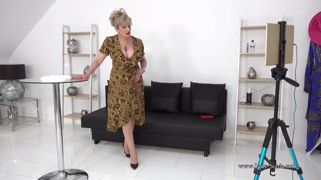 Lady_Sonia_2021.02.20_Big_MILF_Tits_Covered_In_Oil_Live_Stream.mp4.00004.jpg