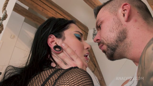 Watch Free Porno Online – LegalPorno presents 18 y.o. shy Sharlotte Thorne comes to AnalManiacs to get her 1st DP ever! LD007 – 02.03.2021 (MP4, HD, 1280×720)