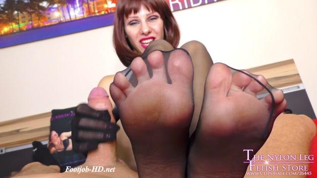 Lurina_POV_footjob_on_bed_-_The_Nylon_Leg_Fetish_Store.mp4.00012.jpg