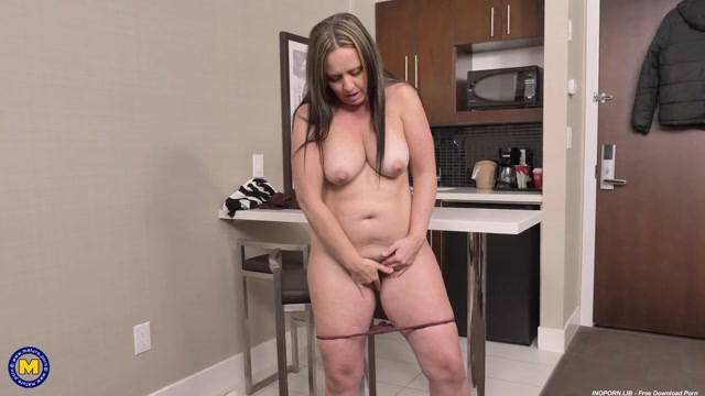 Watch Online Porn – Mature.nl presents Brandii Banks (43) – Thick Brandii Banks with her hairy pussy has a booty to die for – 03.03.2021 (MP4, FullHD, 1920×1080)