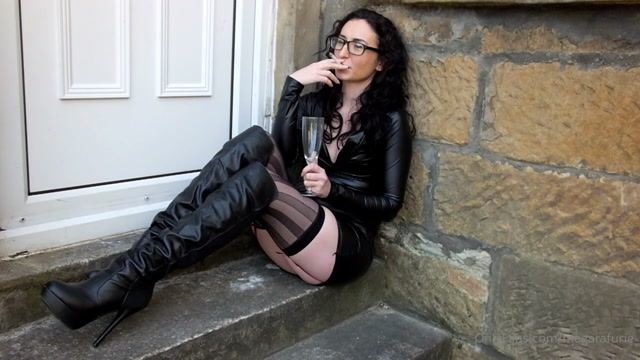 Watch Online Porn – Mistress Megara Furie – MegaraFurie – 2020-06-27 – Spit and cigarette ash sitting on a step in a leather (MP4, HD, 1280×720)
