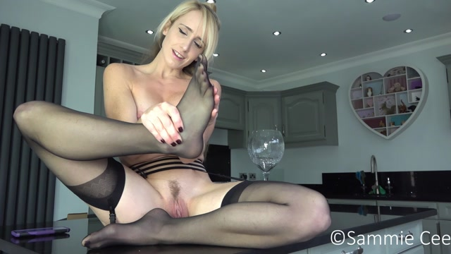 Sammie_Cee_-_Nylon_Feet_Worship_and_Creamy_Dildo_Fuck_Orgasm.mp4.00001.jpg