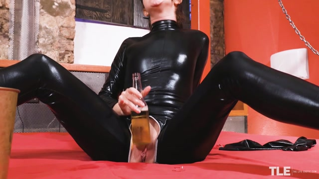 TheLifeErotic_presents_Adelyn_-_Cold_Sensation_2___25.03.2021.mp4.00007.jpg