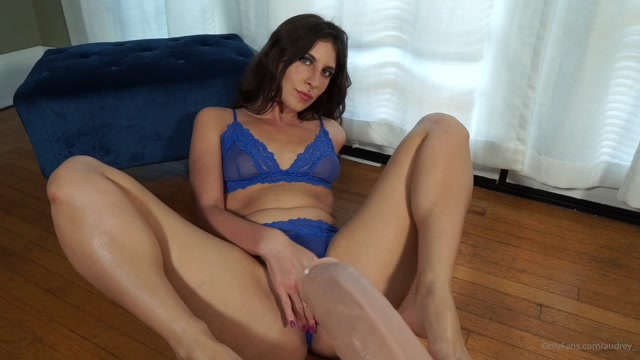 audrey_-18-04-2020-32676193-If_you_say_please_you_might_just_get_a_foot_job_tease_P.mp4.00005.jpg