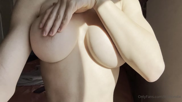 liviblondie_16-01-2021-2010381309-What_content_do_you_wanna_see_next_I_m_curious_if.mp4.00010.jpg