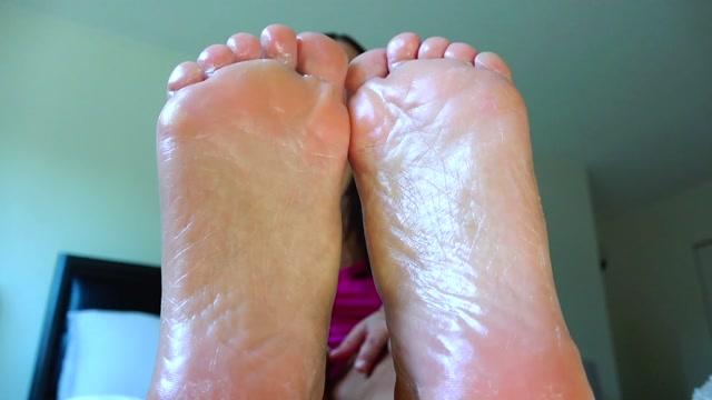 Alyssa_Reece___Brainwashed_by_My_Feet.mp4.00004.jpg