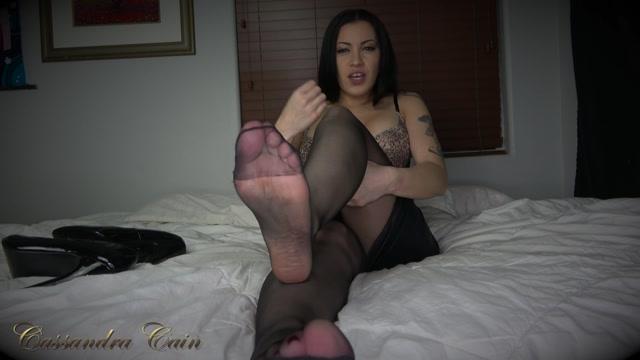 Cassandra_Cain_-_Pantyhose_Foot_Worship_JOI.mp4.00011.jpg