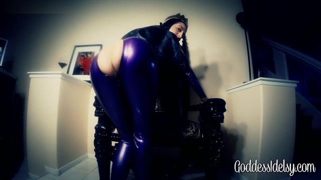 Idelsy_Love_-_Evil_Queen_Ass_Worship.mp4.00014.jpg