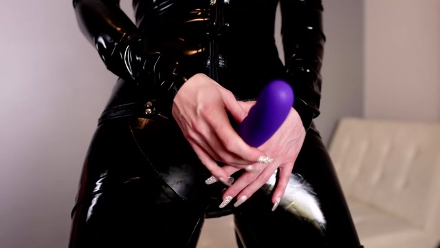 London_Lix_-_Making_Your_Latex_Fetish_Useful.mp4.00005.jpg