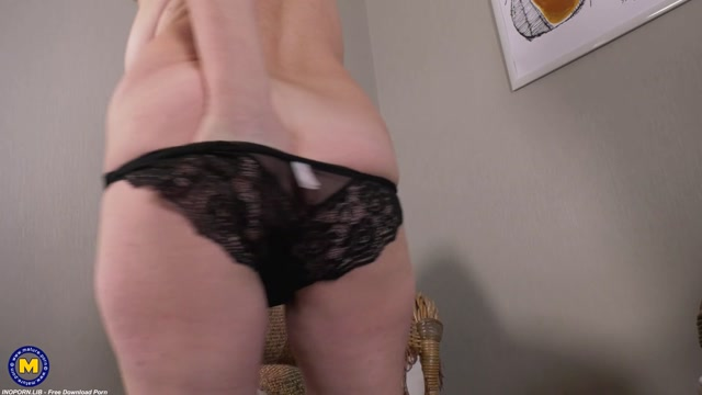 Mature.nl presents Liana (55) - Curvy atractive granny Liana loves to play with herself 00006