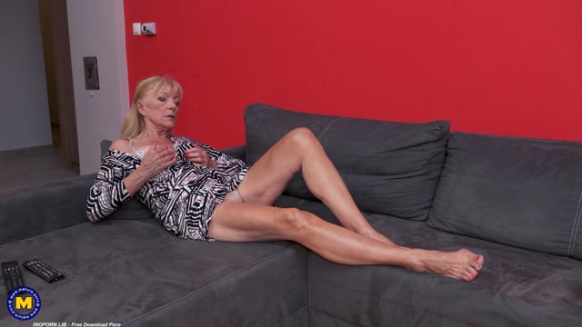Mature.nl_presents_Eleanor__69__-_Long_legged_GILF_Eleanor_can_be_very_dirty.mp4.00002.jpg