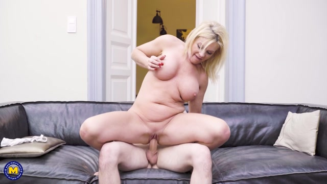 Watch Online Porn – Mature.nl presents Krista E. (48) & Sam Bourne (27) – Helping out his MILF neighbor is something he loves to do – 05.04.2021 (MP4, FullHD, 1920×1080)