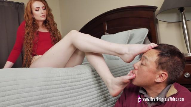 Riley - Makes Mr Kim Worship her Feet 00013