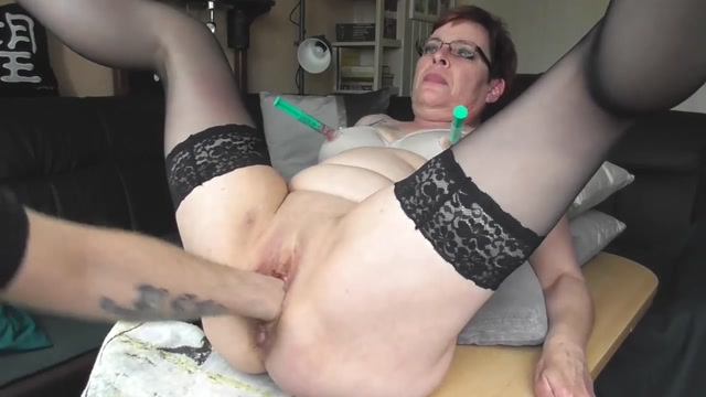 SicFlics_presents_Fisting_her_squirting_bucket___19.04.2021.mp4.00005.jpg