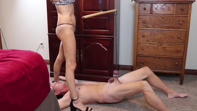SoccerMomMistress_-_Hoist_Hung_By_Ball_Stretcher.mp4.00004.jpg