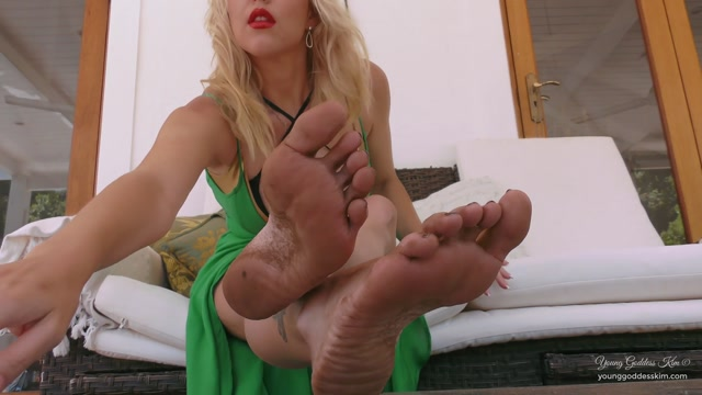 Young_Goddess_Kim_-_Divine_Dirty_Feet.mp4.00003.jpg