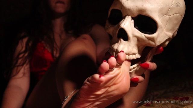 footsiegalore_31-10-2020-148143619-Happy_Halloween_Footsie_Manor_freaky_fun_Soul_sna.mp4.00010.jpg