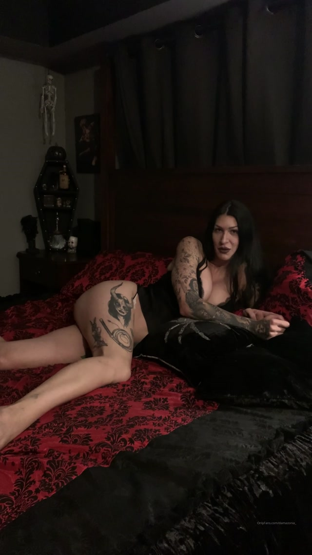 For The Love Of Filth – MISTRESS DAMAZONIA 00003