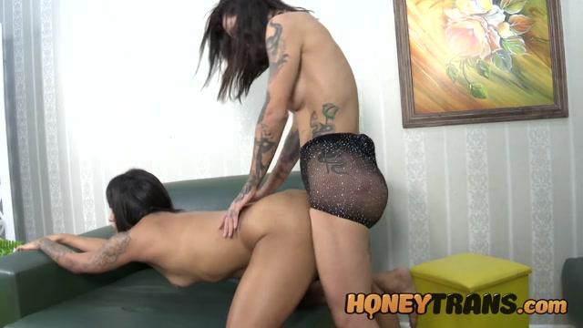 HoneyTrans presents Sexy Latina Trans Iza Laurens Takes Hot Pussy – 12.05.2021 00007