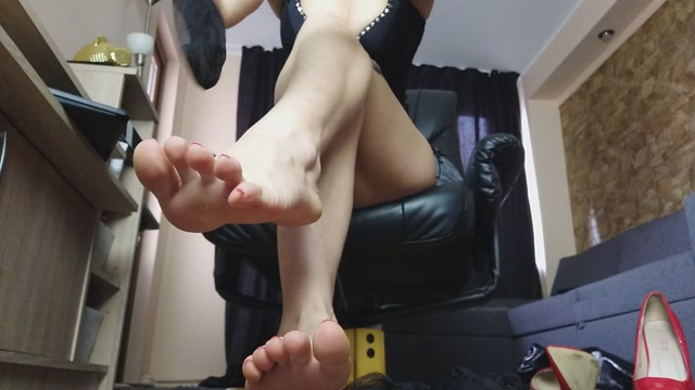 Money Goddesss - Feet in Nylons 00002