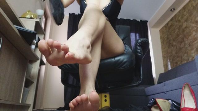 Money Goddesss - Feet in Nylons 00002
