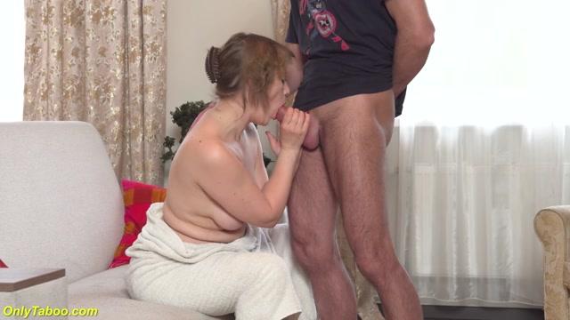 Watch Online Porn – My chubby stepmom begs to be fucked (MP4, UltraHD/2K, 2560×1440)