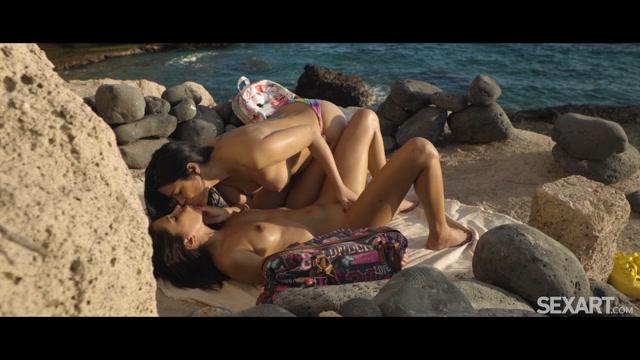 SexArt presents Baby Nicols & Julia De Lucia - Vamos A La Playa – 28.05.2021 00008