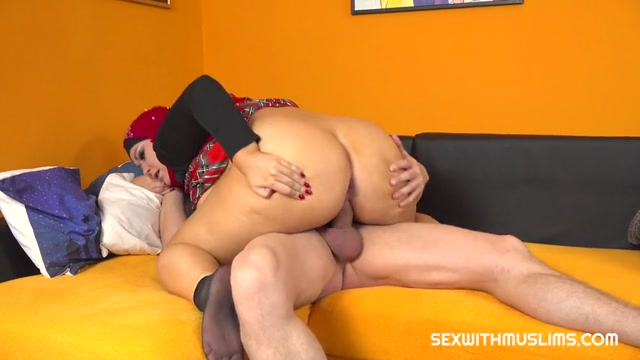 Watch Online Porn – SexWithMuslims presents Laura Titaphea – Horny husband wants great blowjob from his BBW wife (MP4, SD, 854×480)