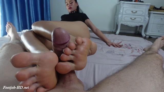 Watch Free Porno Online – Side footjob with closeups – Vina Moon (MP4, FullHD, 1920×1080)