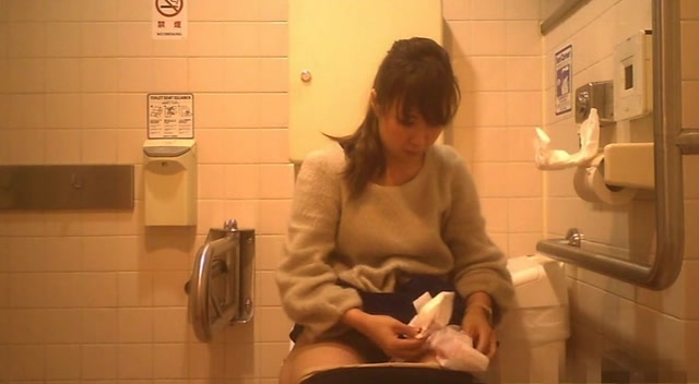 Watch Online Porn – Voyeur – Western-style toilet where people in their 20s gather (20 or more people recorded) No215334061 (MP4, SD, 720×480)