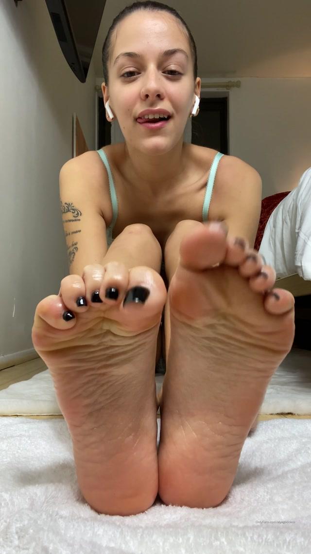 alyagoddess-10-11-2019-13851472-Oiled up sexy feet 00013