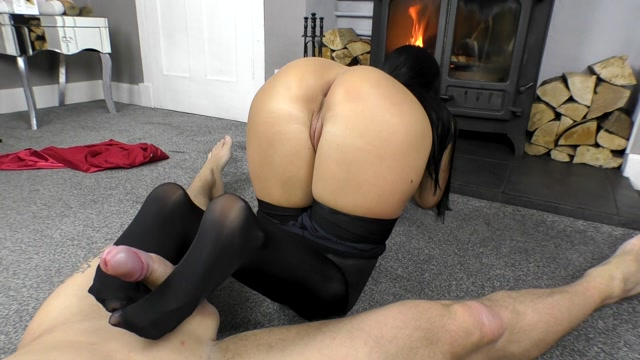 cassieclarke-05-04-2020-29301533-Super Shiny Footjob had to ke 00013