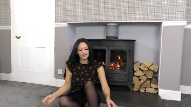 cassieclarke-16-03-2020-25882036-Step mom gives you a footjob to keep up with the hous 00004
