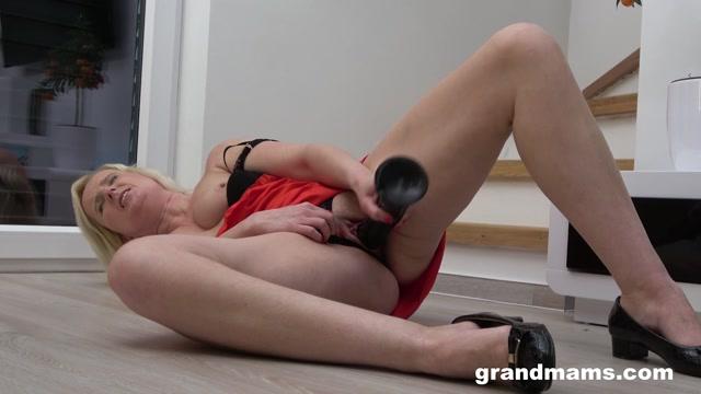 GrandMams presents Luka Blond Big toy for big pussy – 12.06.2021 00010
