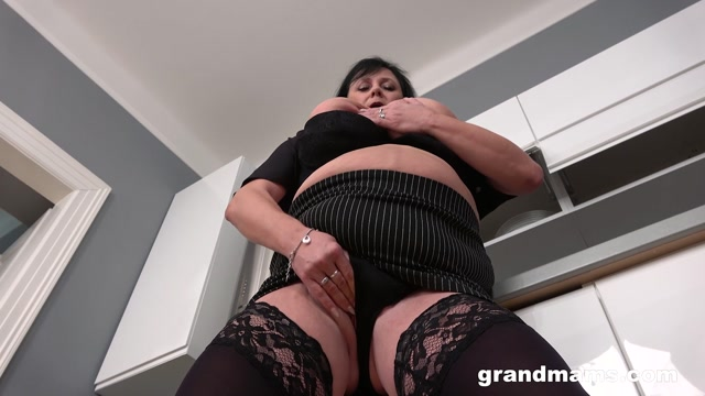 GrandMams presents Miranda Steel Ready for her big cunt – 05.06.2021 00001