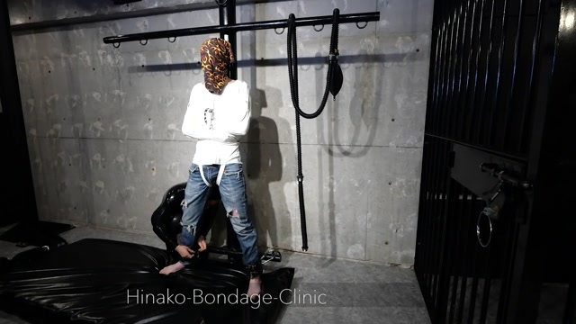Watch Online Porn – Hinako Bondage Clinic – Stoic Man in PVC Straitjacket Gets Vibed But Doesn't Really Have Visable Reaction to it (MP4, FullHD, 1920×1080)