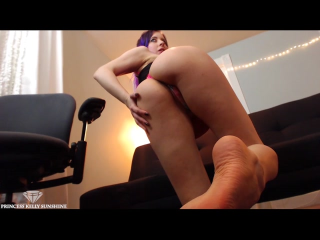 Kelly Sunshine - Controlled by My Ass 00010
