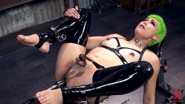 Pixi Lust: Lusty Latex Machine Fuck – 14.06.2021 00010