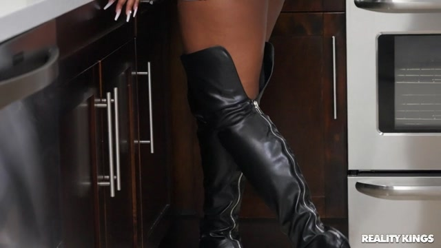 RealityKings - RKPrime presents Nyna Stax - Breaking In Her Stripper Boots – 06.06.2021 00000