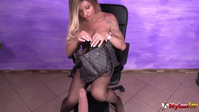 Watch Online Porn – Stunning Noemi Blonde in black seamed pantyhose plays with a big dildo (MP4, FullHD, 1920×1080)