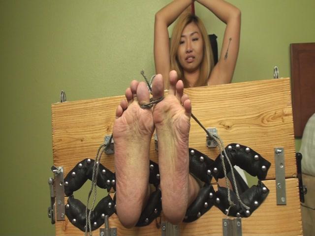 TheTickleRoom - Yukis Big Feet Audition Adding Some Asian Persuasion 00001