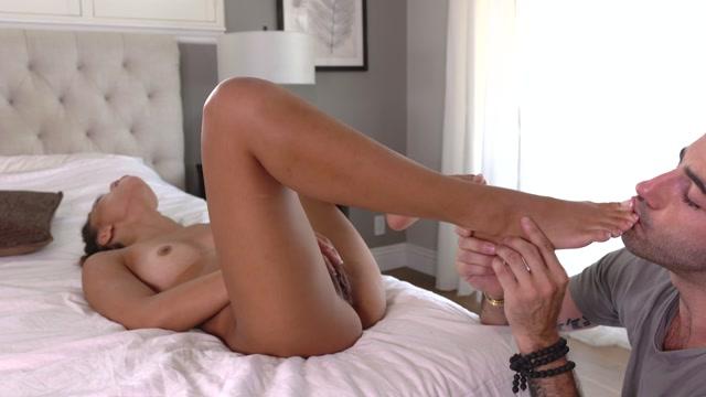 Watch Online Porn – friendly neighbour desrves a foot fuck – Destiny Cruz and Jake Adams (MP4, FullHD, 1920×1080)