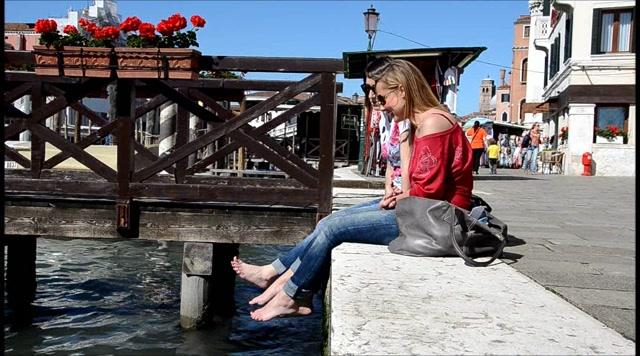 Barefoot Urban Girls - ALYSSA & ALPHEA BF in Venice 2 HD 00003