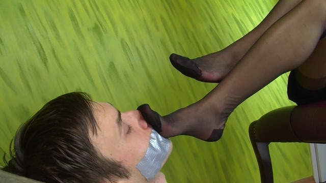 Dominant Femine – Smell Shoes Stockings And Bare Feet 00009