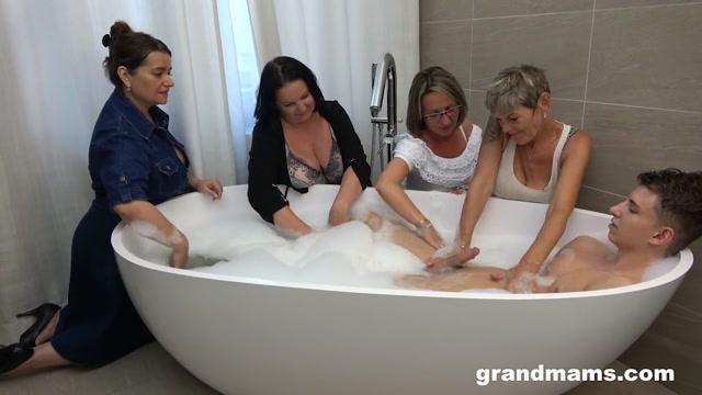 GrandMams presents Irenka S, Ivette, Koko, Olga - Classy Bathroom Orgy – 14.07.2021 00000