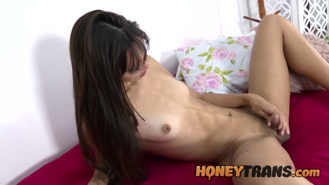 HoneyTrans presents Slender Latina TS Gabrielly Ferraz Loves Solo Play – 03.07.2021 00010