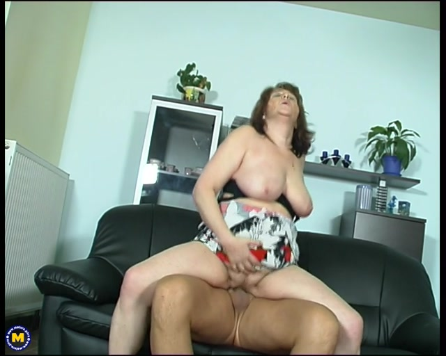 Watch Online Porn – Mature.nl- Maya (56) – Big mama getting fucked on her couch (MP4, SD, 720×576)