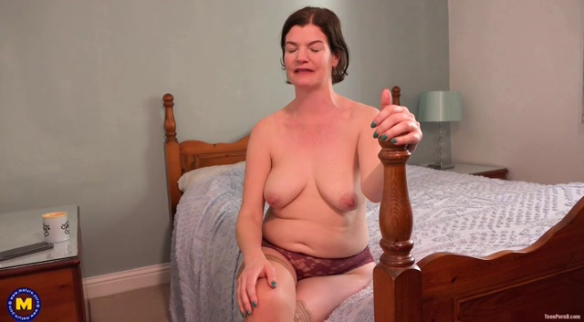 Mature.nl presents Clara (EU) (44) - Hairy Mature Amateur Clare is telling her kinky secrets 00003