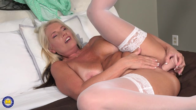 Mature.nl presents Maddie Cross (56) - MILF Maddie Cross Is Eagerly Waiting For You At The Bar – 17.07.2021 00014