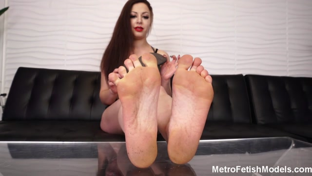 Metro Fetish Models - Mistress Isobel Gives You A Dose Of Her Dirty Feet 00005